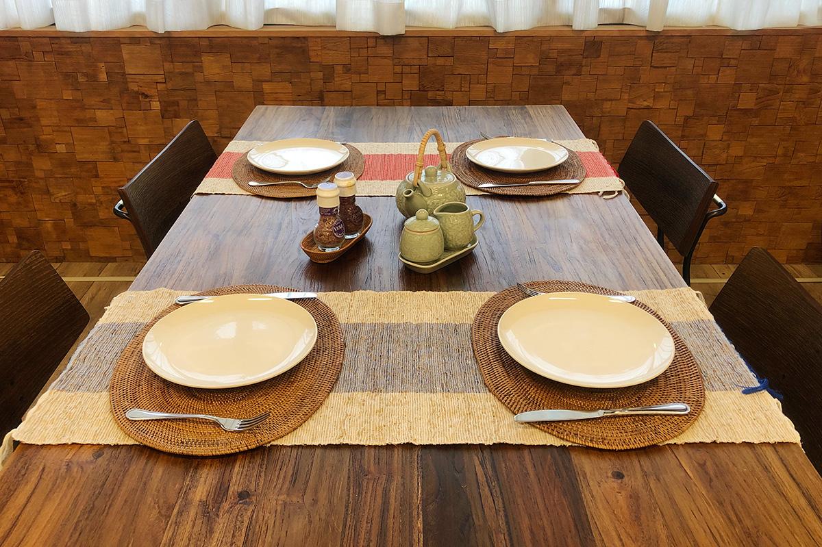 アジアン家具KAJAテーブルランナーのディスプレイ例3