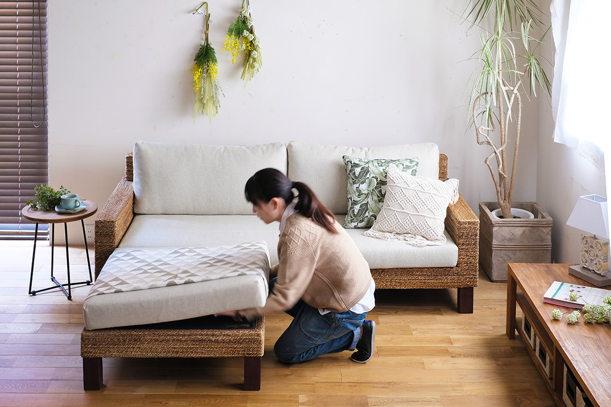 アジアン家具KAJAのオットマンにファブリックを