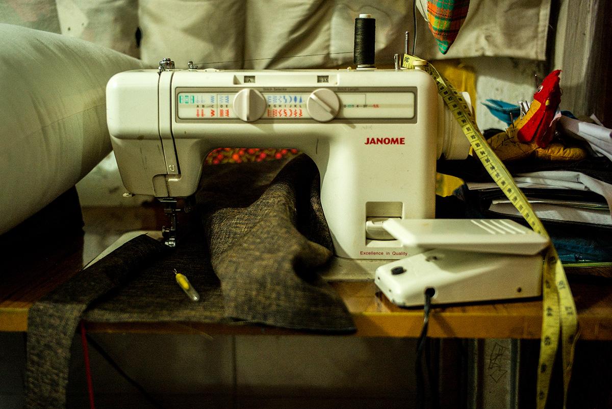 アジアン家具KAJA小さな裁縫工房のミシン