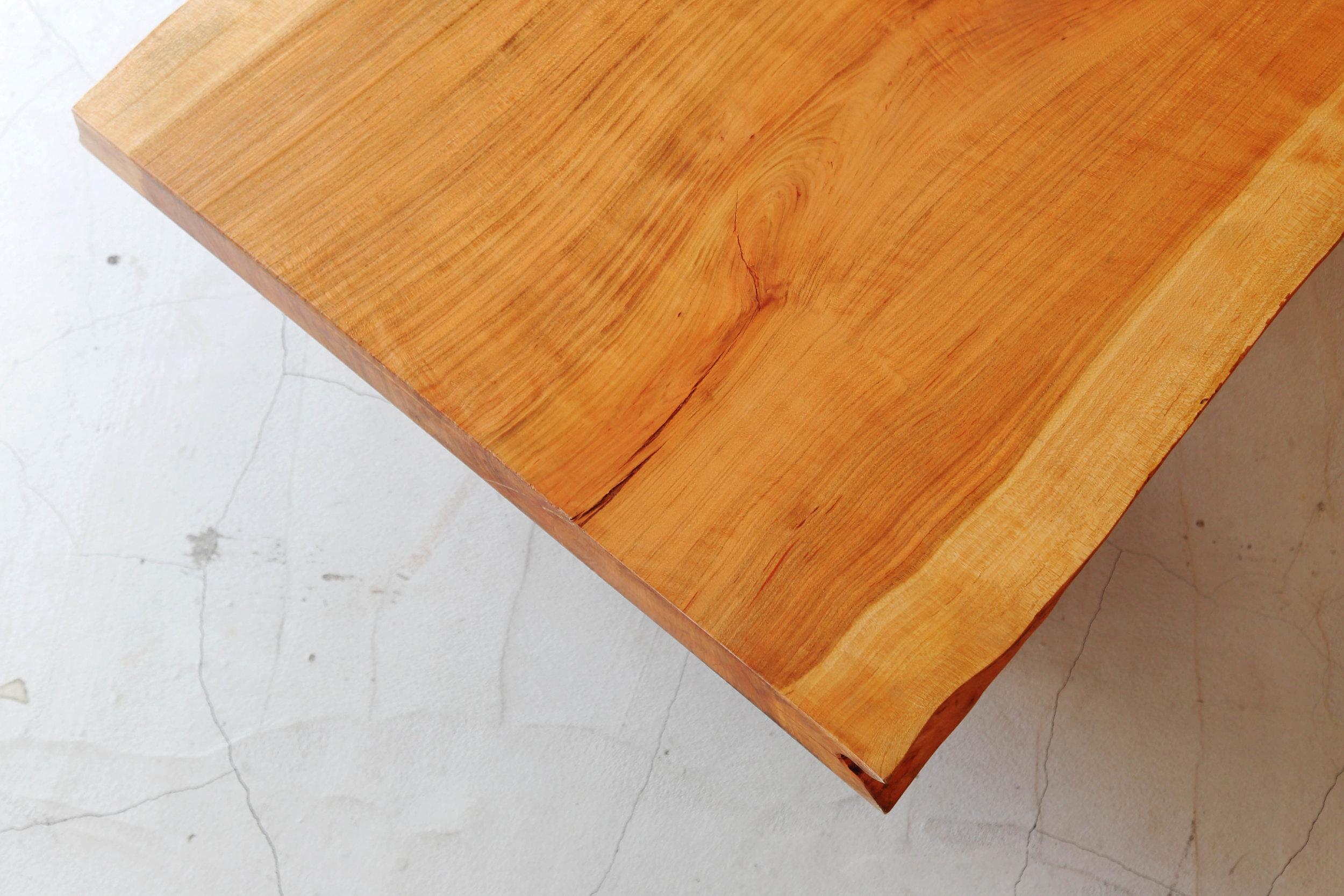 KAJA湘南店ワンダーウッド展示会ダイニングの木目
