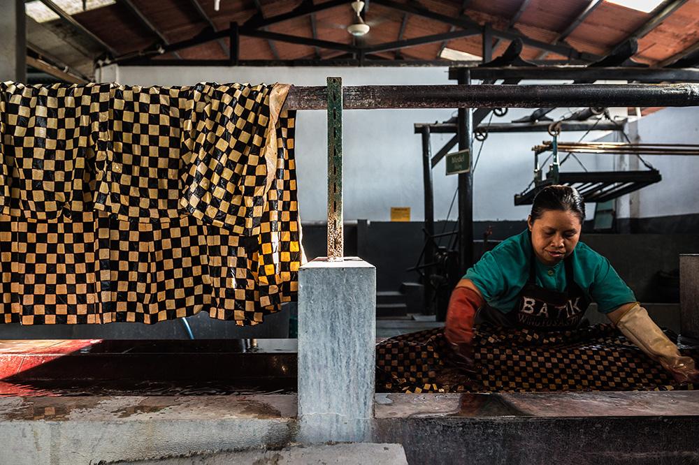 アジアン家具KAJAバティック染めの工程
