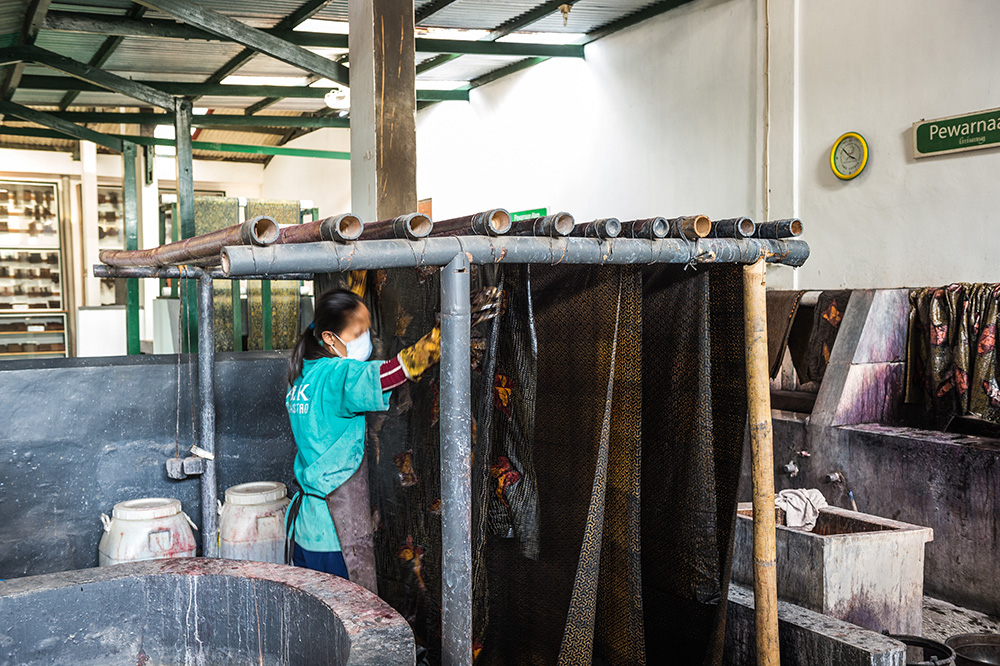 アジアン家具KAJAバティックを乾かず工程