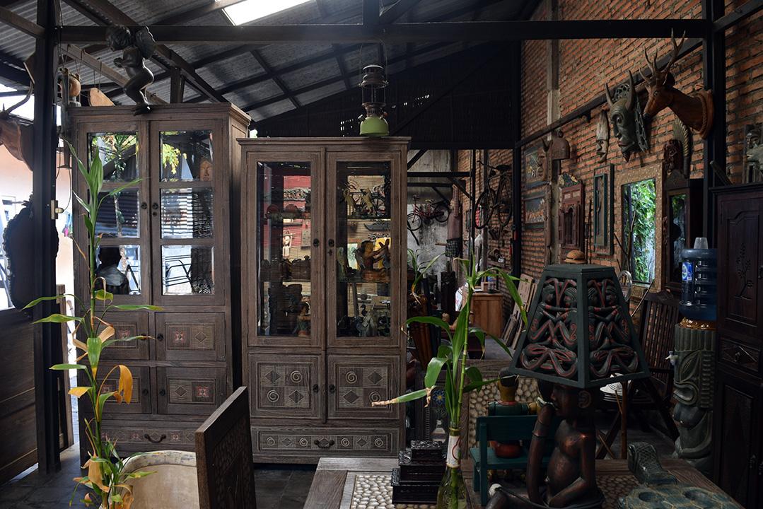 アジアン家具レリーフ家具を作る工房