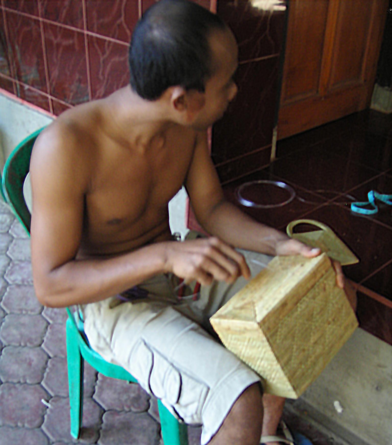 アジアン家具KAJAアタの職人